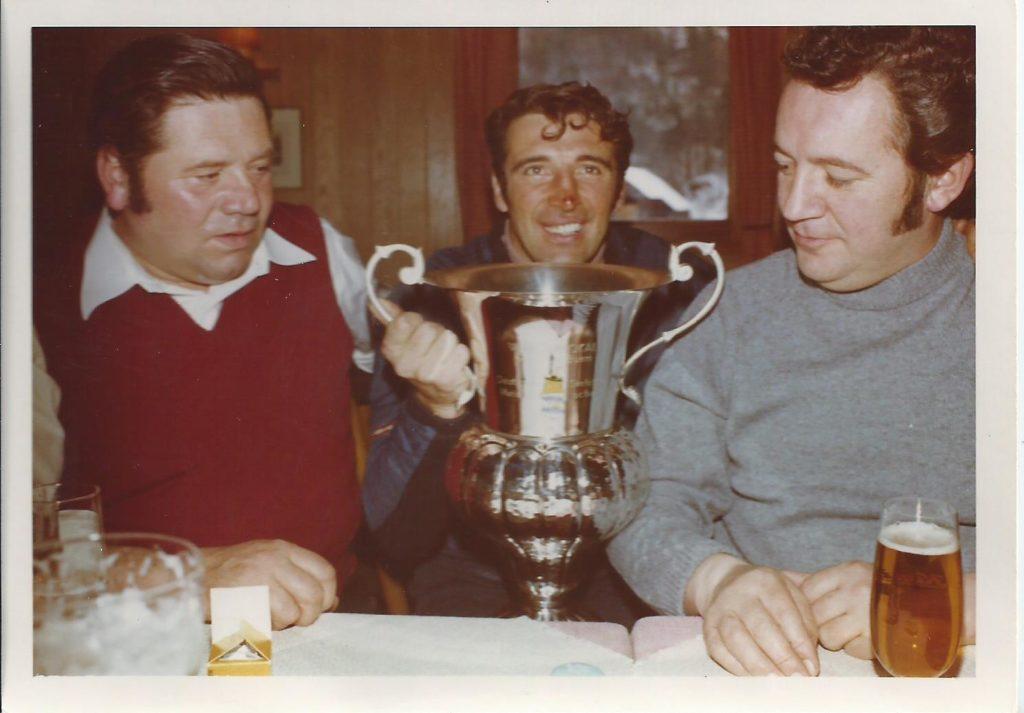 1971: Auch Filser-Bua Heinz Islinger (r.) hätte gerne den Bayern-Pokal gewonnen.